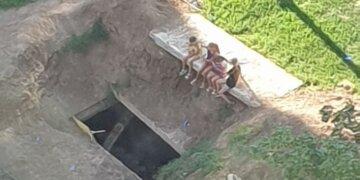 """У Харкові комунальники піддали дітей серйозній небезпеці, фото: """"Розкопали кілька місяців тому"""""""