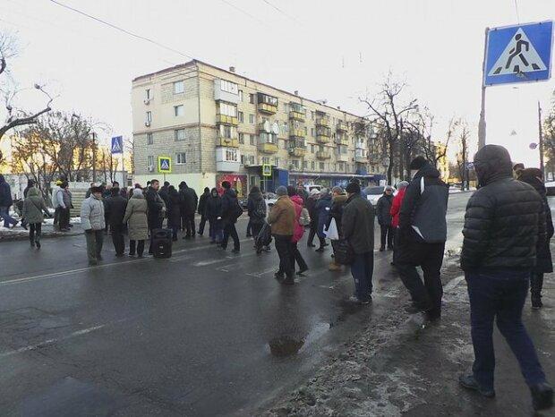 Головне за день: дорожній бунт у Києві і захоплення заручників під Харковом
