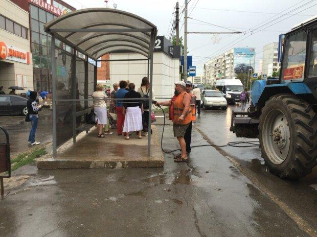 Россия-коммунальщик-дождь