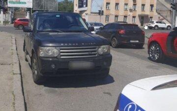 Одессит на внедорожнике сбил девочку на пешеходном переходе: кадры и что известно о пострадавшей
