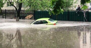 Град с куриное яйцо и потопы обрушились на Украину, стихия не отступает: кадры катаклизма