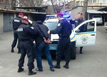 На Одесчине мужчина набросился с ножом на прохожего: подробности случившегося