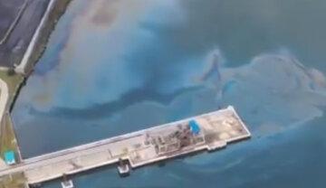 Екологічне лихо сколихнуло РФ, гігантську пляму нафти видно за кілометри: кадри з місця НП