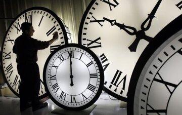 перевод стрелок часов
