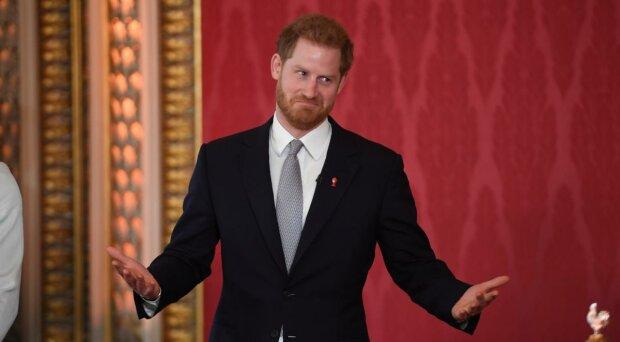 Принц Гаррі пішов у загул, поки Маркл в Канаді: «Сидів в оточенні семи...»