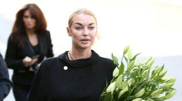 Волочкова зазіхнула на святе, влаштувавши рекламу під храмом: Мадонну своїм шоу не затьмариш