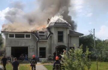 Самолет упал на жилой дом на Ивано-Франковщине: первые кадры с места крушения