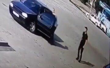 На Львовщине 19-летний водитель трижды переехал четырехлетнюю девочку: пугающие кадры