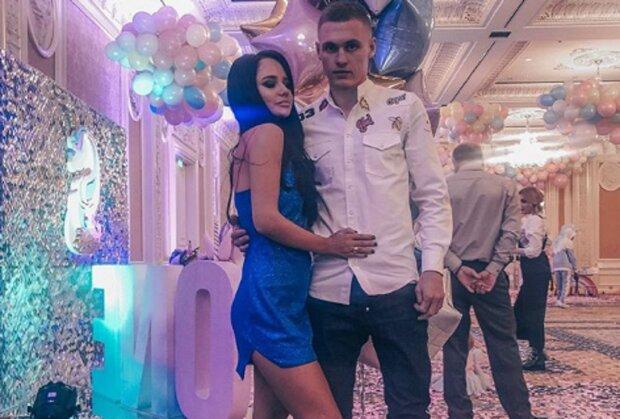Дружина футболіста Динамо засвітила свою гордість в сміливому вбранні: таке приховувати немає сенсу
