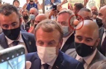 """У президента Франції жбурнули яйцем, момент атаки потрапив на відео: """"Хай живе революція"""""""