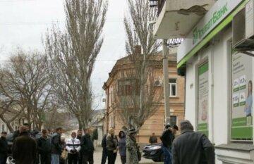 """ПриватБанк закрывает отделения по всей Украине, люди боятся за свои деньги: """"У большинства..."""""""
