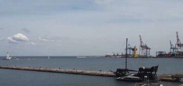 """""""Не видно жодного судна на горизонті"""": Одеський порт закрили, причина і кадри"""