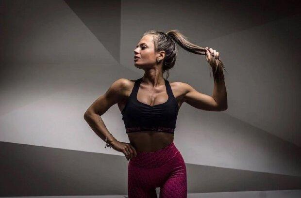 """Фітнес-модель Юлія Мішура в міні-топі вразила кадрами спекотного тренування: """"Обпалююча"""""""