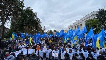 ИноСМИ: Несколько тысяч людей пришли к зданию Рады с требованием освободить Виктора Медведчука