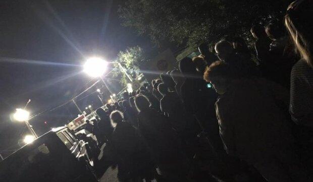 """Украинцы массово бегут из оккупированного Крыма, сотни человек застряли на границе: """"До 30 августа..."""""""