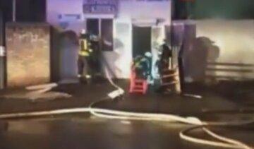 В Киеве загорелась ветклиника: на место ЧП срочно съехались пожарные, кадры