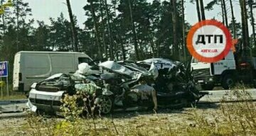 Страшное ДТП под Киевом: машину разорвало пополам (видео)
