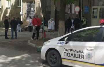 Пацієнтів і лікарів вивели на вулицю: почалася термінова евакуація в лікарні Харкова, фото