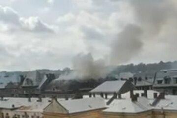 Масштабный пожар разгорелся в центре Львова, столбы дыма видно издалека: первые кадры ЧП