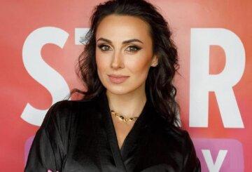 """Екс-Nikita Кумейко в сукні з відкритим декольте змусила чоловіків тремтіти: """"Шикарна тьотя"""""""