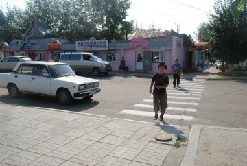 -безопасный переход через дорогу — пешеходный