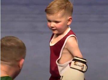 Трехлетний боксер отправил в нокаут олимпийского медалиста: видео победы