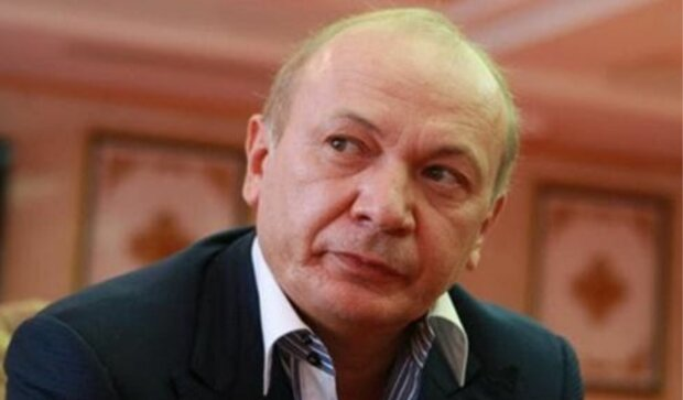 Экс-чиновники и Юрий Иванющенко пытаются вернуть контроль над рынком электронных коммуникаций – СМИ