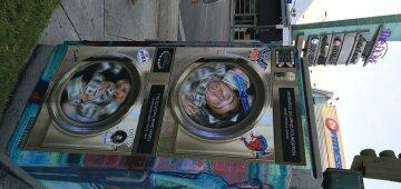 Художник помістив Клінтон у «машину для відмивання грошей» (фото)