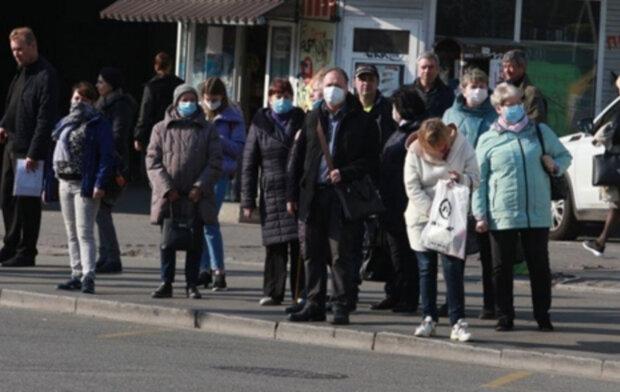 """Ціни на проїзд підняли в Дніпрі через карантин, фото: """"Нічого було кидати каміння"""""""