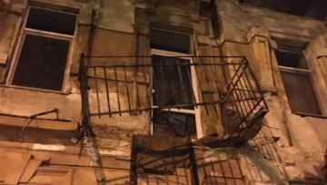 В центре Одессы рухнул балкон:  кадры ЧП и что говорят очевидцы