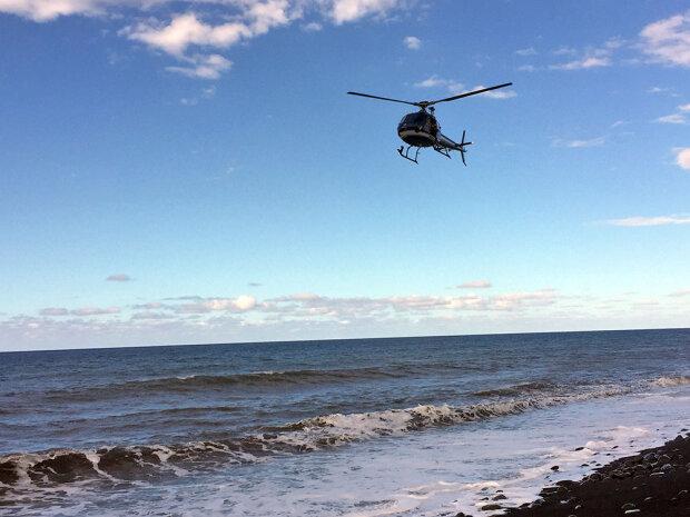 вертолет над морем