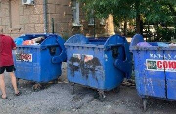 """""""Чтобы панство не увидело"""": одесситы показали, куда прячут мусор перед приездом """"шишек"""""""