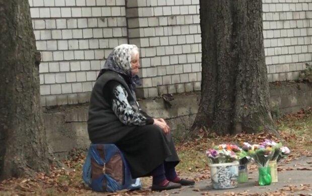 пенсіонерка, пенсії, бабуся продає квіти