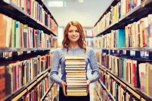 девушка, чтение, библиотека