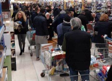 Напуганные коронавирусом харьковчане штурмуют супермаркеты: красноречивые фото
