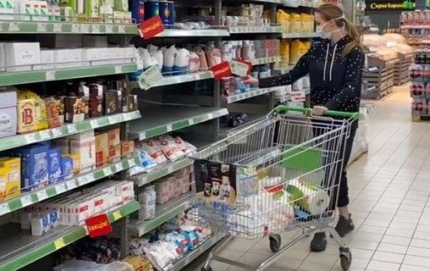 """Різатдінова сіла на шпагат прямо в супермаркеті, похвалившись тілом: """"Можу і не розігнутися"""""""