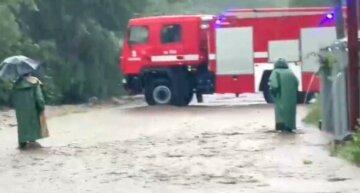 Вода підніметься більше, ніж на метр: рятувальники терміново звернулися до українців