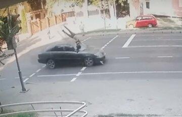 Летел на красный: авто на скорости снесло молодого одессита, момент попал на камеру