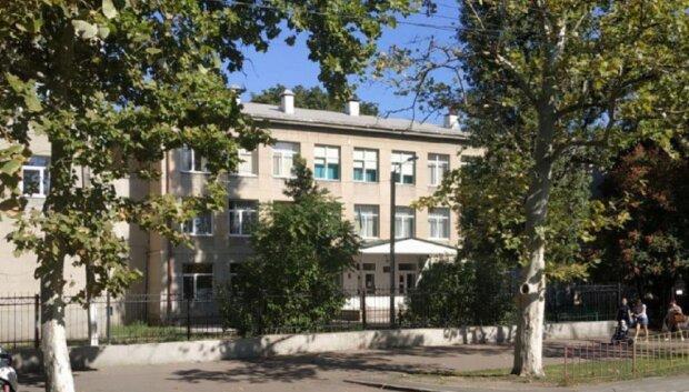 Одеська школа тріщить по швах, влада не діє: кадри того, що відбувається