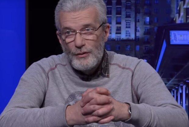 """Андрей Куликов раскритиковал слуг народа за отключение популярных каналов: """"Замещают пропагандой"""""""