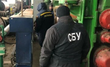 Выброс радиации на украинском заводе, на месте спасатели и СБУ: первые кадры ЧП