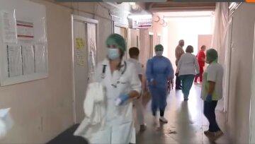 Тысячи медиков решили уволиться в разгар пандемии: 300% надбавки не мотивируют, заявление властей