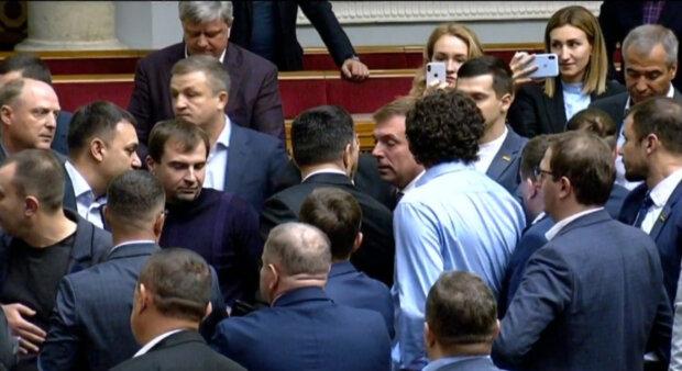 """""""Право принадлежит избирателям"""": украинцам намерены дать возможность забирать мандаты у депутатов"""