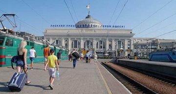 """На одесском вокзале отрыли охоту на туристов, фото: """"не успевают сойти с поезда"""""""