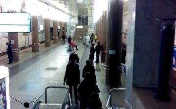 НП в київському метро: обвалилася опорна стіна і впав кран, що відомо