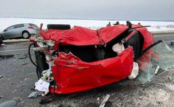 Машины всмятку, тела посреди дороги: первые кадры жуткой аварии под Киевом