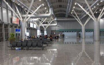 НП в аеропорту Одеси: літаки з пасажирами не долетіли до місця призначення, кадри