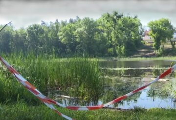 Тело украинца нашли у реки, видео: полиция ищет убийцу