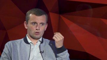 Как только в Украине появляется лидер или президент, который концентрирует слишком много полномочий, ему начинает прилетать, - Бортник
