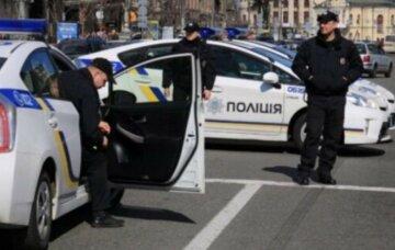 Бросили ребенка и исчезли: в Киеве разыскивают родителей 5-летней девочки, фото
